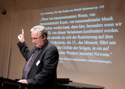 Prof. em. Dr. Helmut Loos